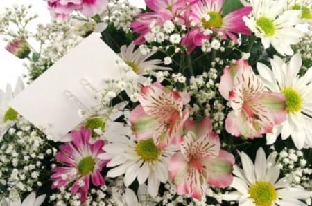 De Constantin și Elena, surprinde-ţi prietenii sau familia cu un buchet de flori!