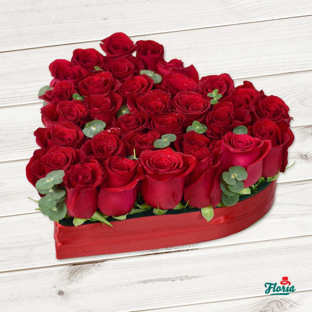 flori-aranjament-in-forma-de-inima-din-31-trandafiri-rosii-33377
