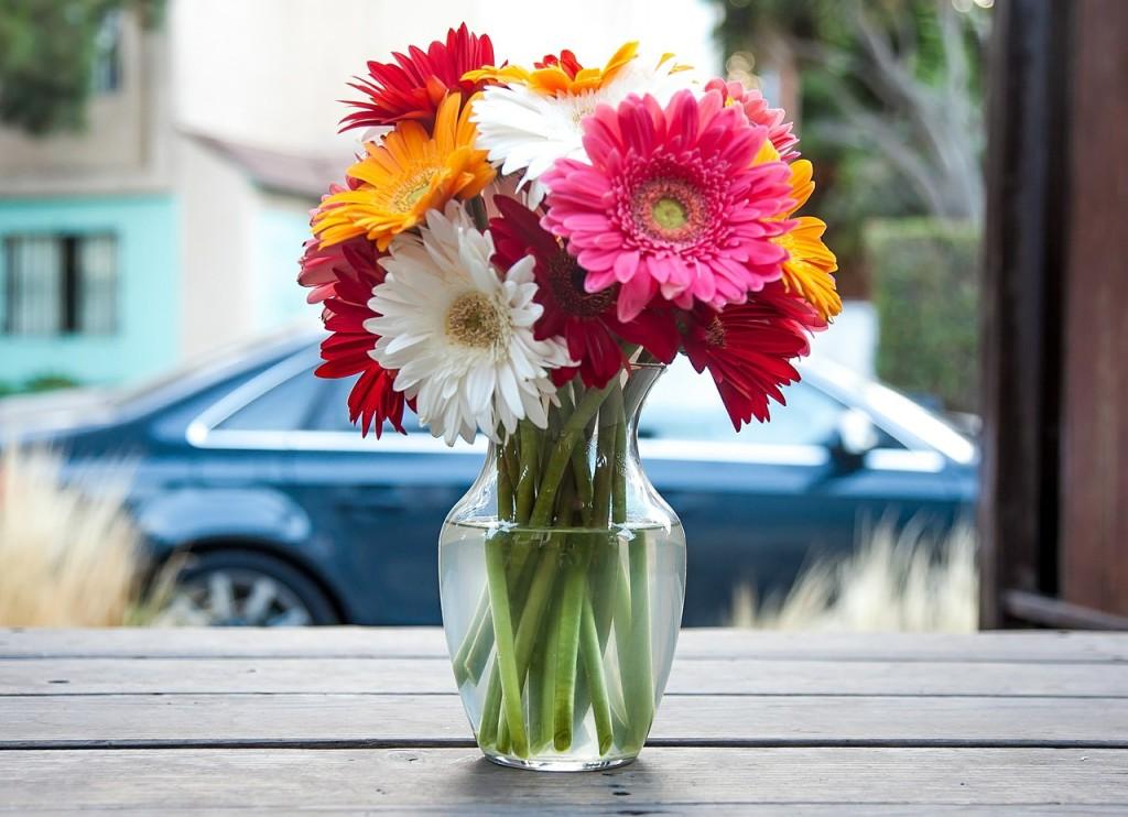 flower-vase-393423_1280