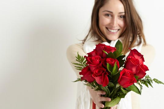 De ce ar trebui să dăruiești trandafiri mai des. Iată care este semnificația lor.