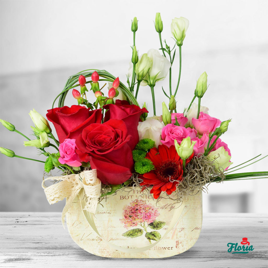flori-aranjament-floral-cu-dantela-33176