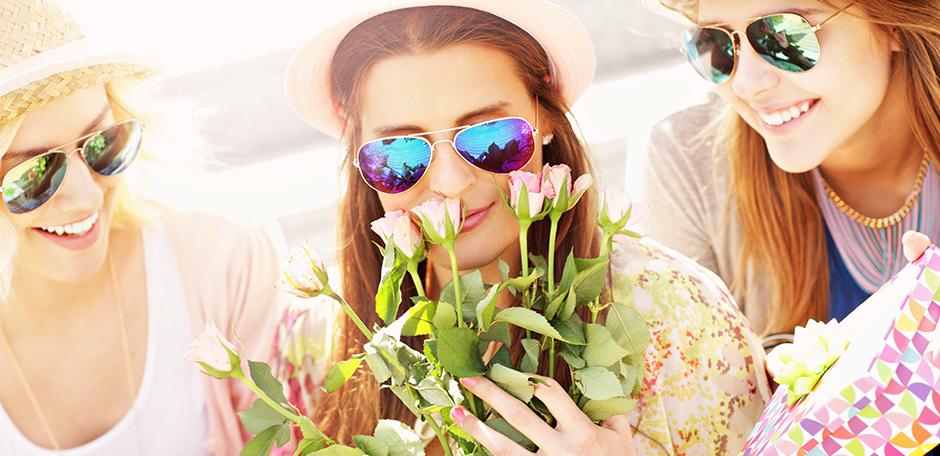 10 citate amuzante despre prietenie si 5 buchete de flori de Ziua Prieteniei