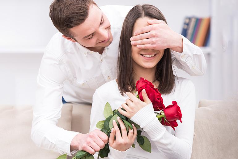Cum sa-ti surprinzi iubita cu un buchet  de Valentine's Day livrat inainte de 14 februarie
