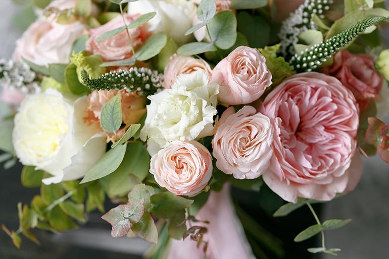 Buchete si modele de aranjamente florale pentru tine si cei dragi!